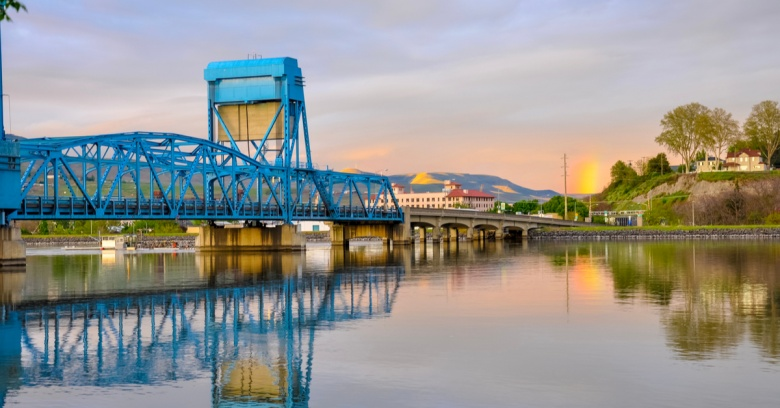 The historic blue bridge over Snake River that connects Clarkson, Washington, with Lewiston, the safest small city in Idaho.