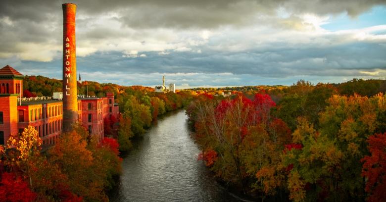 Blackstone River in Cumberland, RI, in the fall.