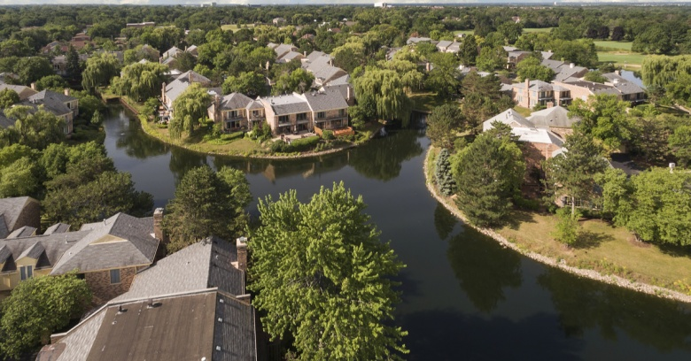 An aerial view of a lakeside community in Northbrook, IL.