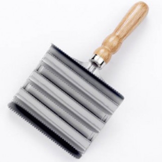 Lincoln Large Metal Curry Comb