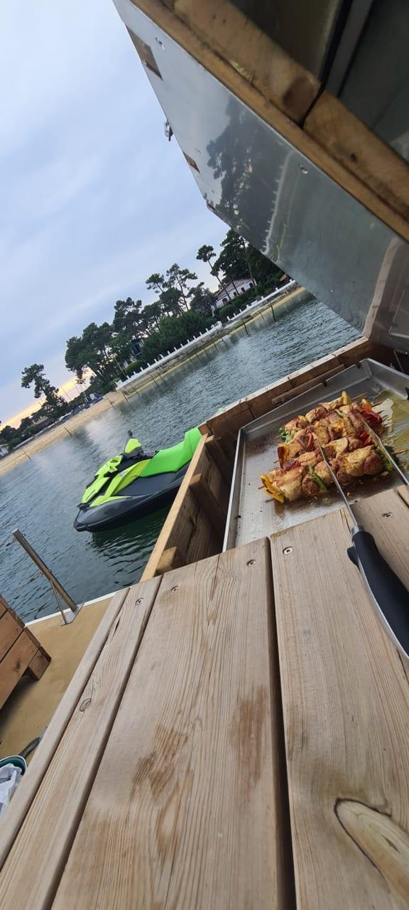 Profitez d'un moment privilégié pour découvrir ou redécouvrir les merveilles du bassin d'Arcachon et du Cap Ferret.  Location de bateaux avec ou sans skipper, une liste de skipper vous sera proposée.