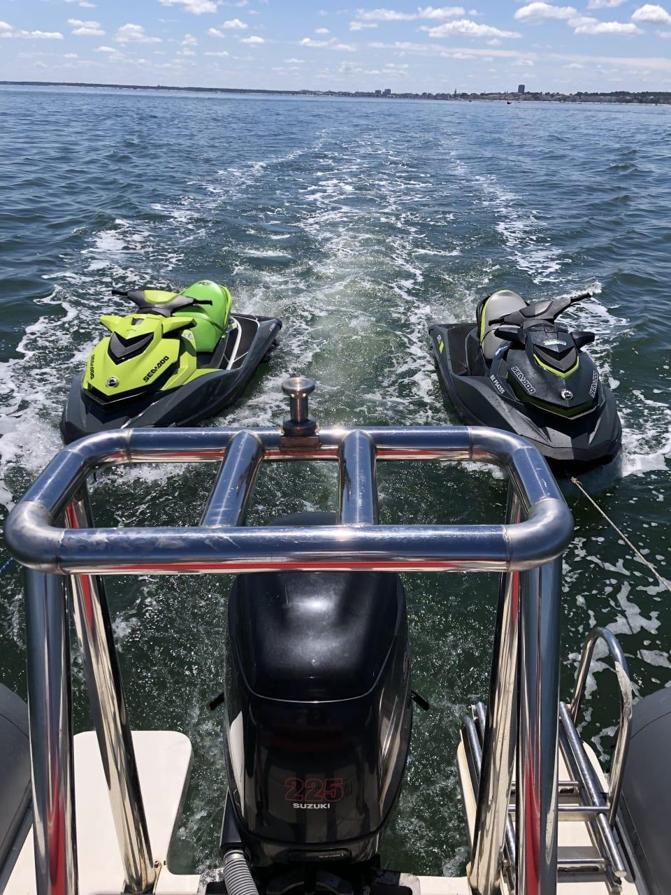 Location Jetski - Randonnée Profitez d'un moment privilégié pour découvrir ou redécouvrir les merveilles du bassin d'Arcachon et du Cap Ferret.  Location de bateaux avec ou sans skipper, une liste de skipper vous sera proposée.