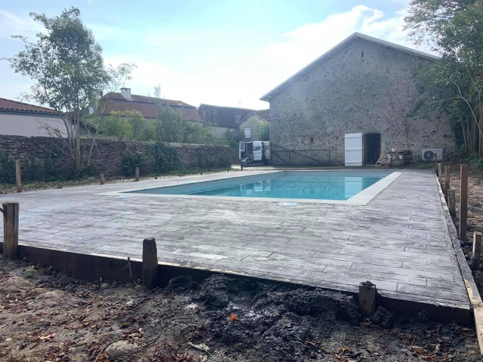 Deck et plage de piscine Aquitaine