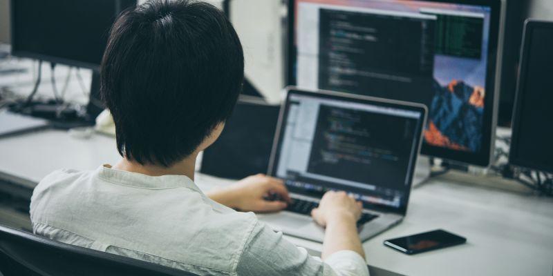 Webもインスタレーションも挑戦したい、フロントエンドエンジニア募集