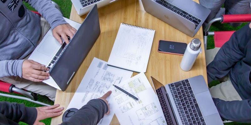 クライアントと直接交渉、専門性のあるメンバーをとりまとめるディレクター募集