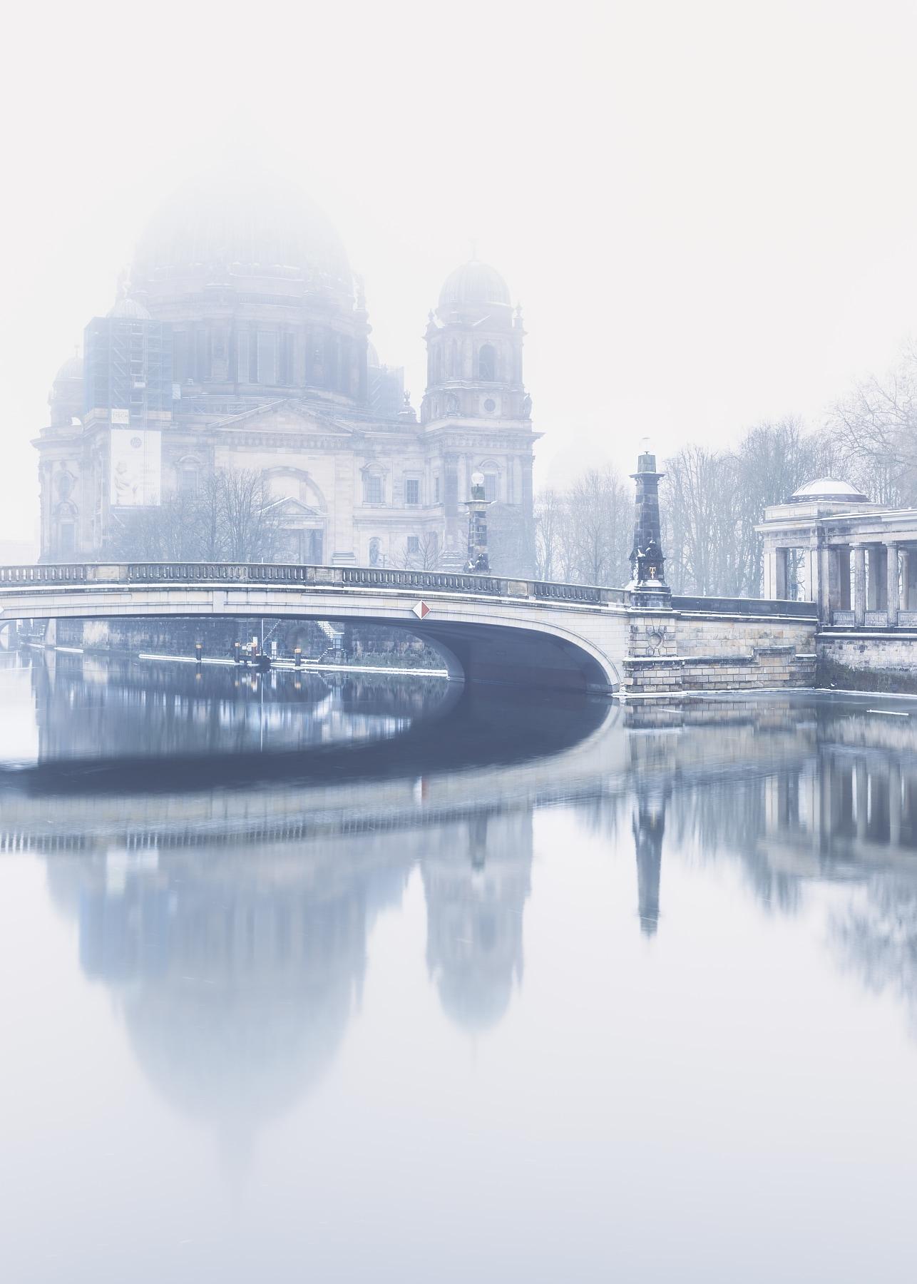Berliner Dom in fog