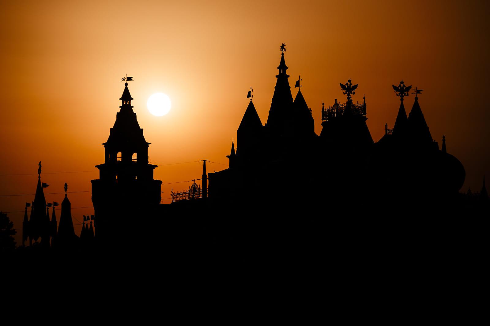Izmaylovo Kremlin at sunset