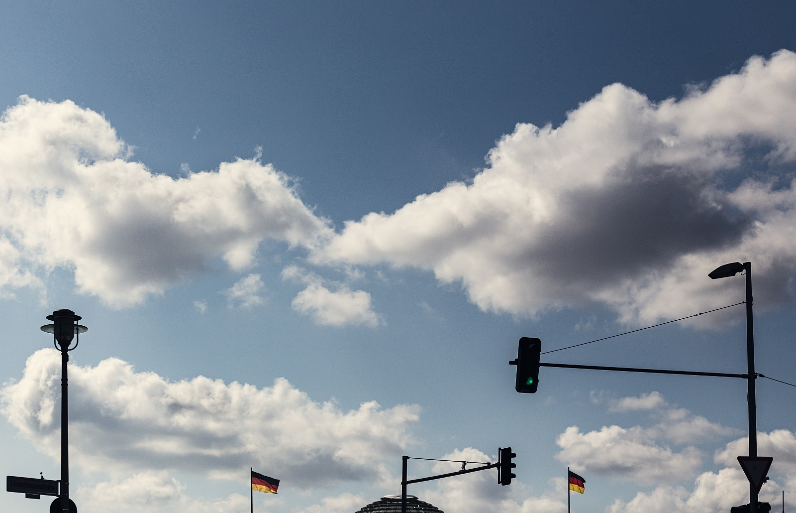 Traffic lights and German flags