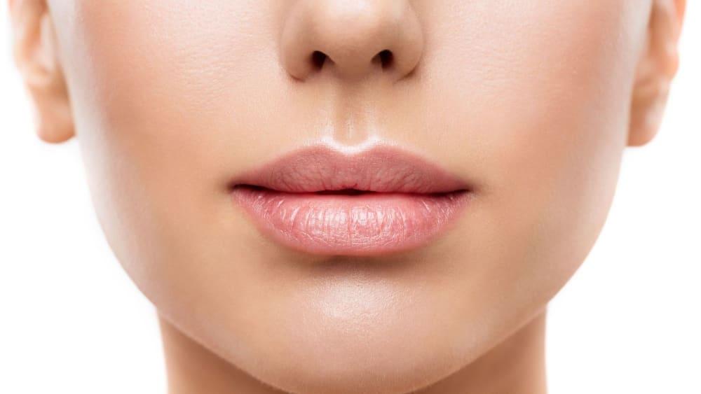 Lip Lightening: 8 Best Ways How You Can Lighten Dark Lips Easily