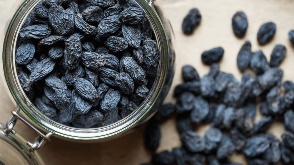 Black Raisin Water Benefits For Women: Conceiving, Infertility, PCOS, Skin & Acne