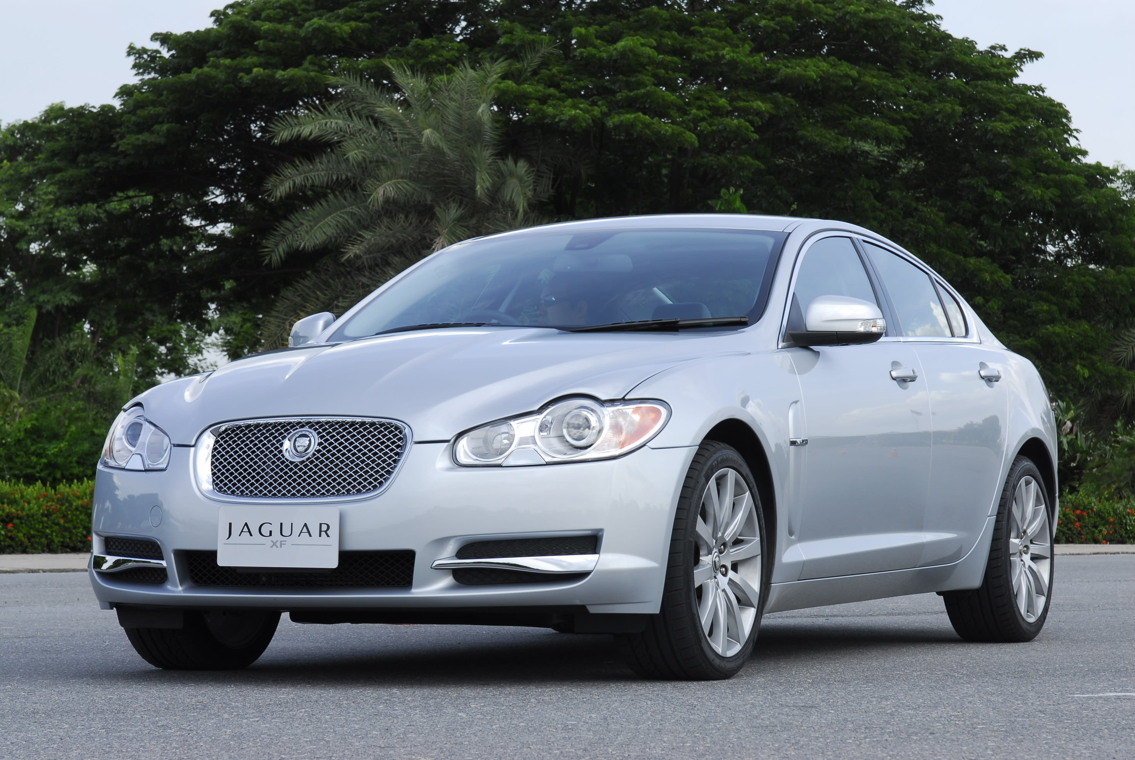 Late-model Jaguars Being Recalled Over Air Bag Danger