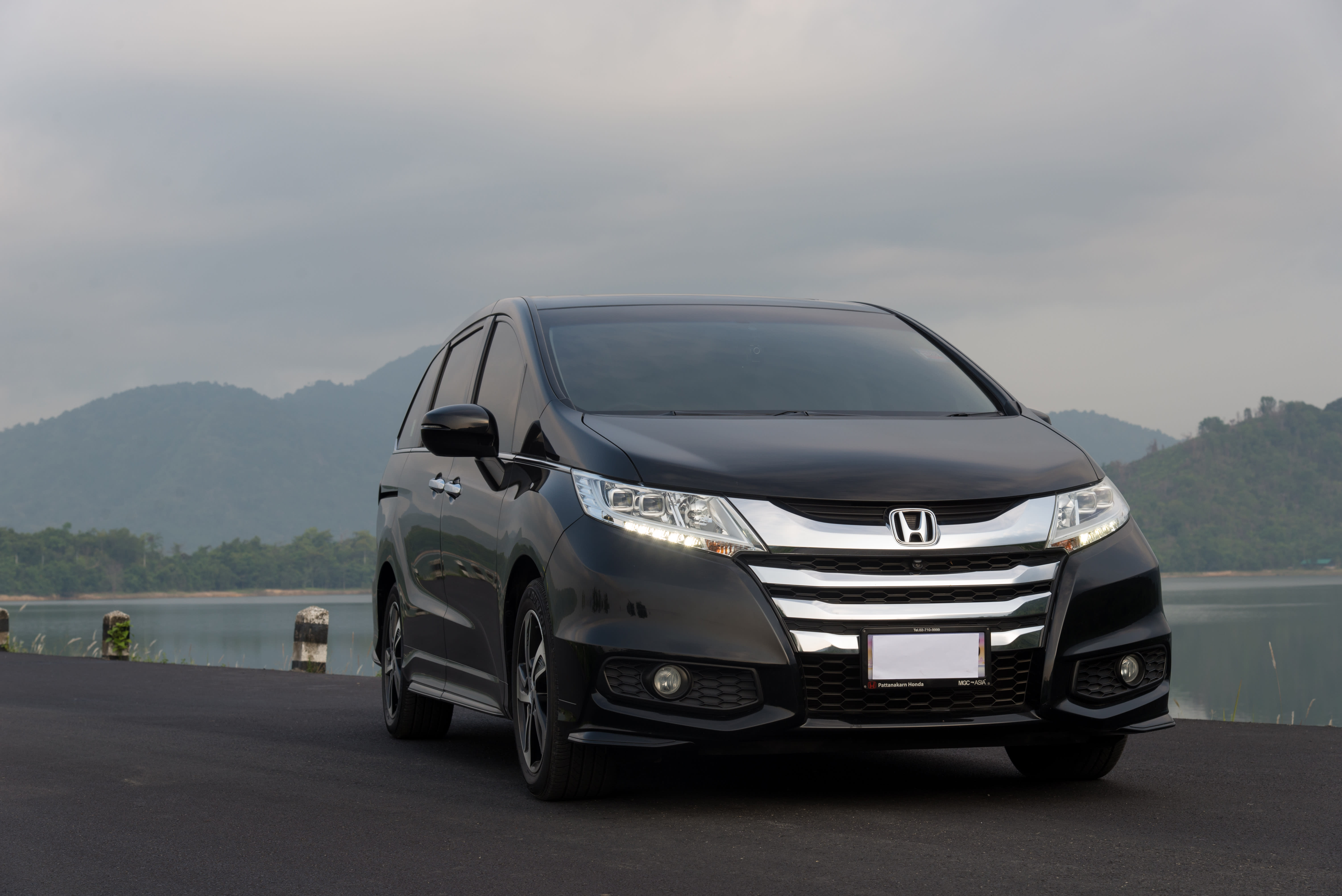 Honda recalls minivans  for rear view camera leak and software glitch