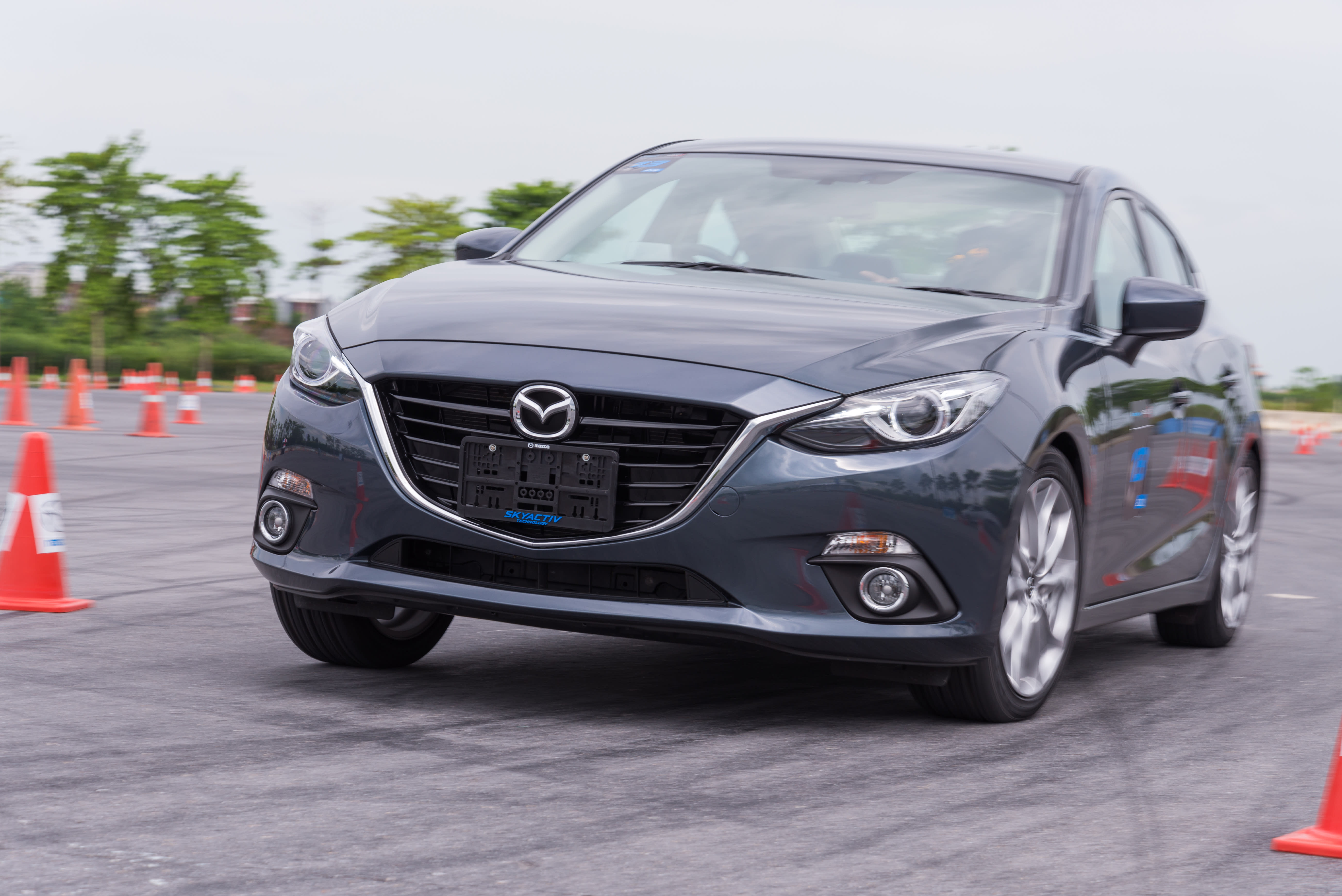 Over 17,000 Mazda3s recalled due to flawed indicator lights