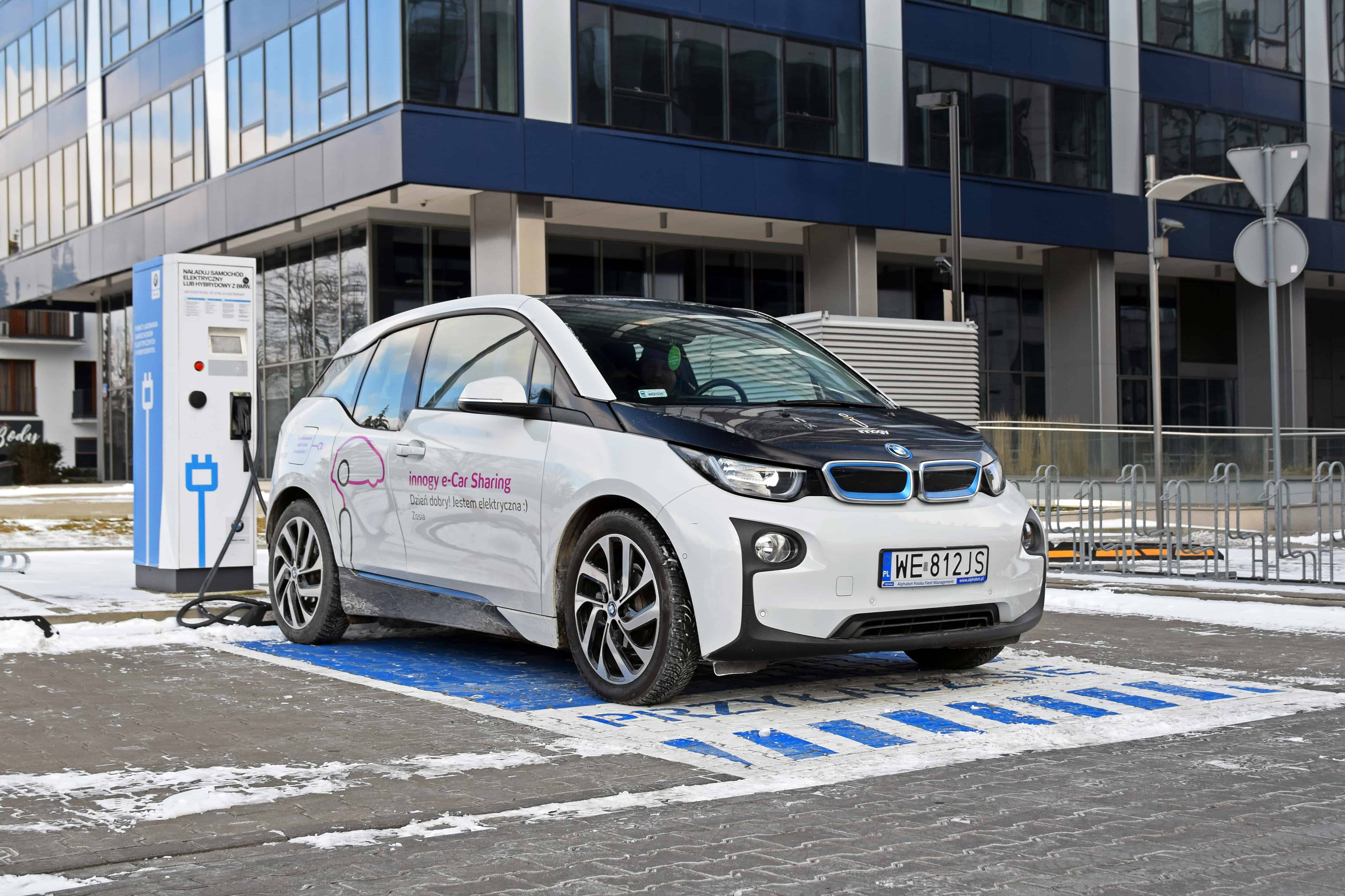 BMW Recalls 2018 Hybrid Electric Vehicles That Could Lose Power While Driving