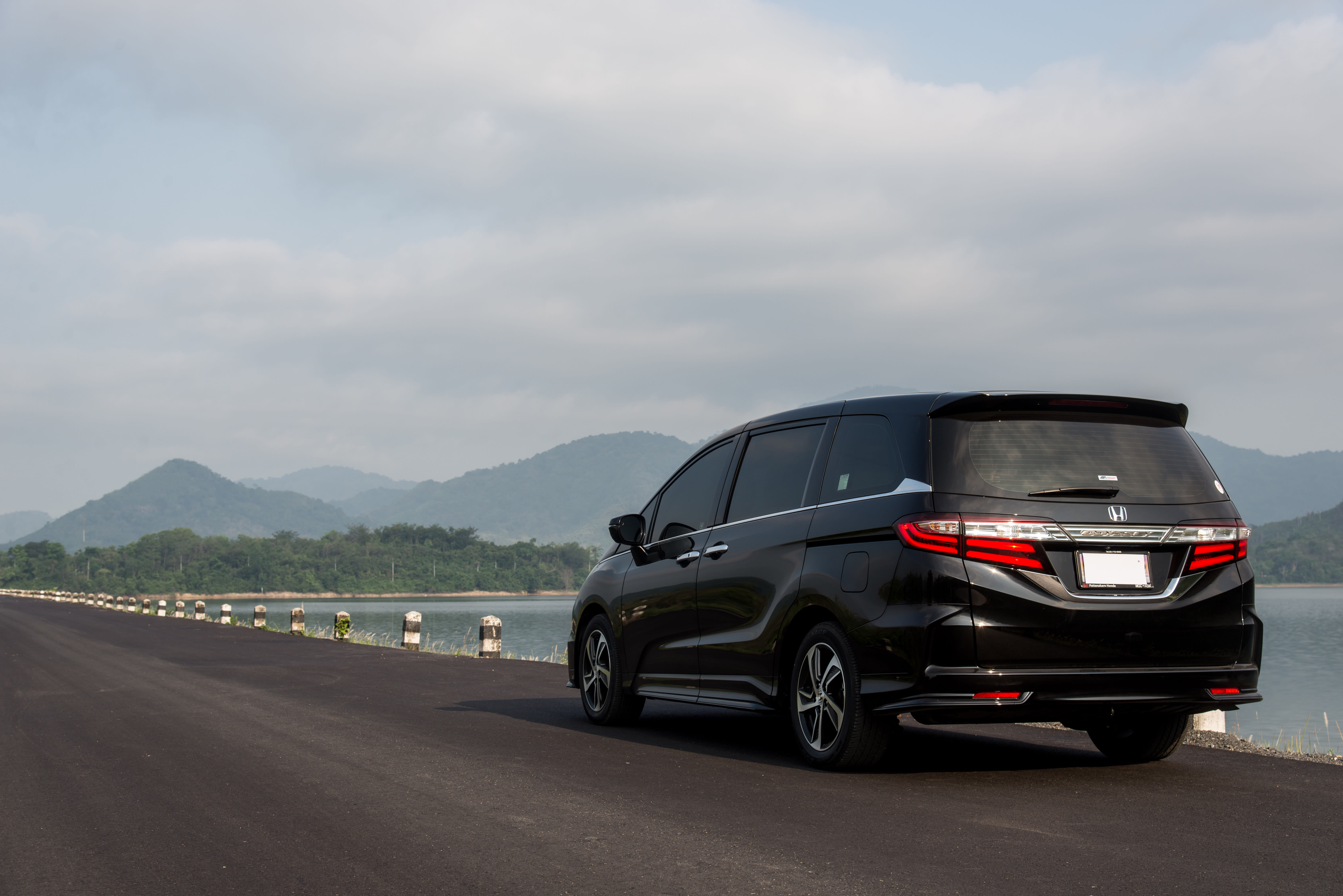Honda recalls minivans  for rear view camera leak and software glitch