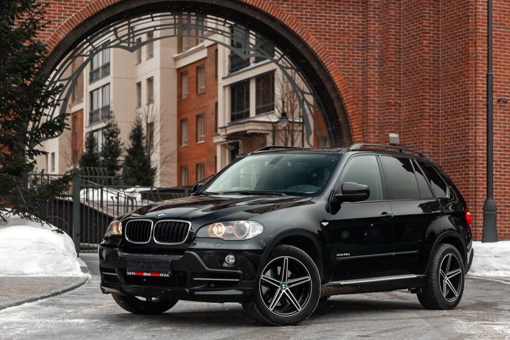 BMW recalls SUVs with incorrect tire data