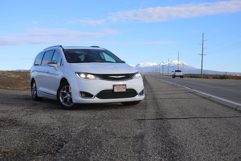 Chrysler recalls vans with defective seatbelts
