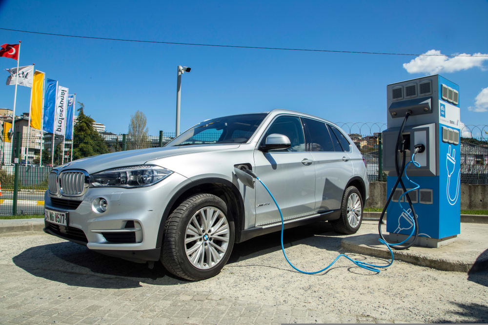 BMW hybrids recalled for contaminated battery, fire risk