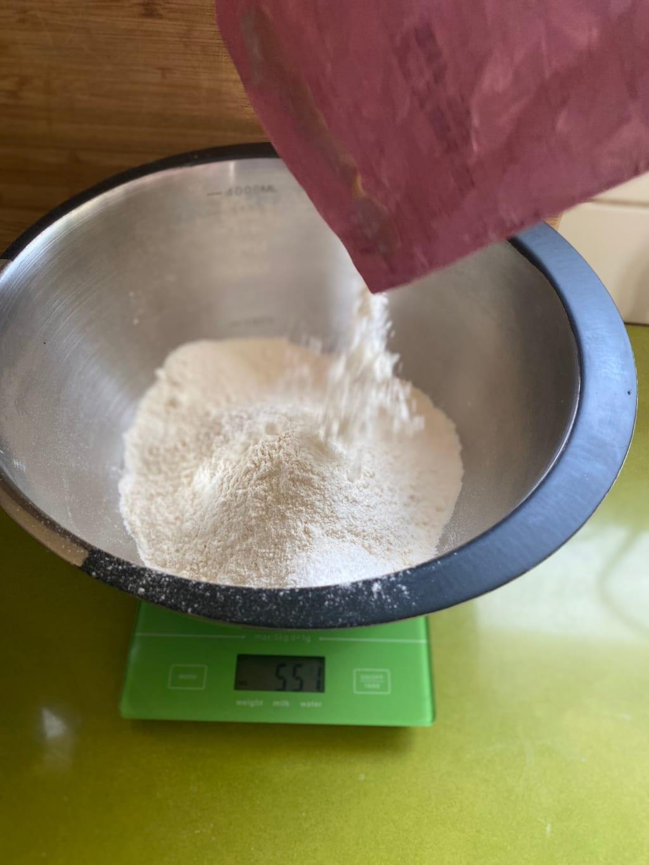 הוספת קמח מניטובה לבן