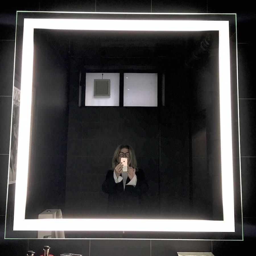 bathroom-at-raw-salon