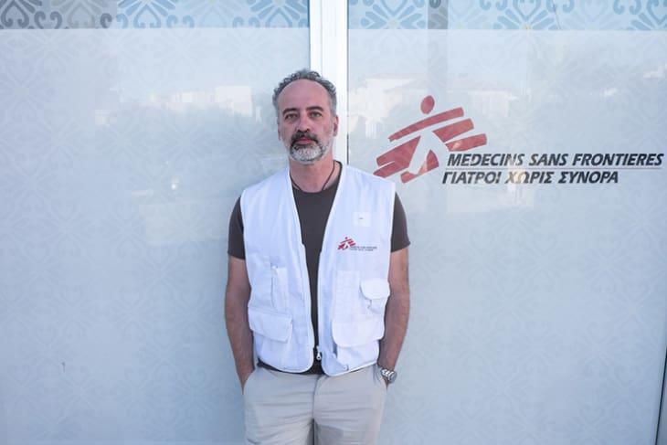 Dr. Barberio jobber som klinisk psykiater i flyktningleiren Moria på Lesbos og ser stadig mørkere på situasjonen. Foto: Leger Uten Grenser.