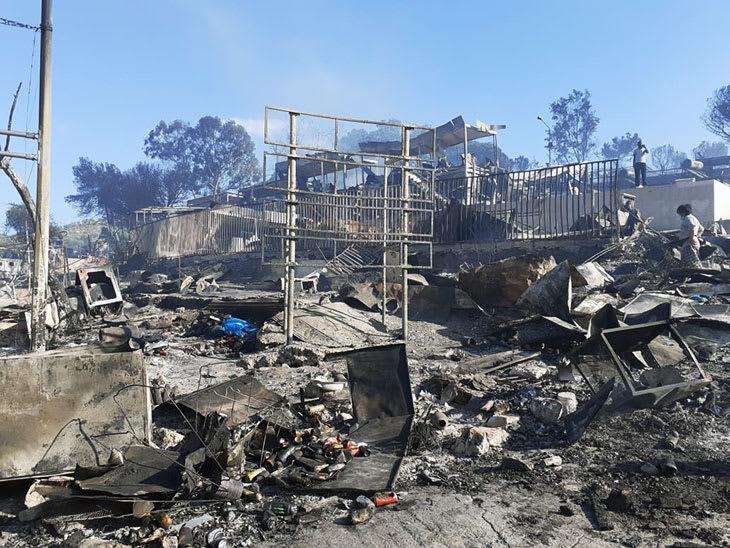 Store ødeleggelser etter brann i Moria-leiren.