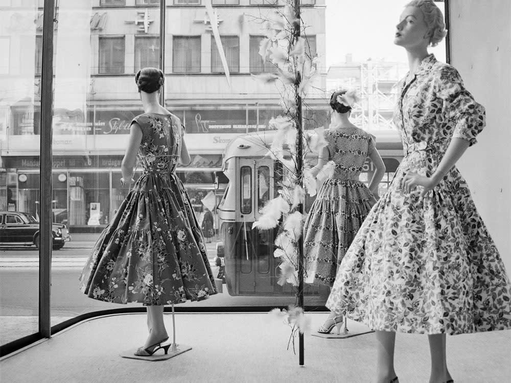 Storefront at Norrmalmstorg in Stockholm1957 Photo Ekelund GunnarStockholmTransportMuseum1000x750 s2bsma