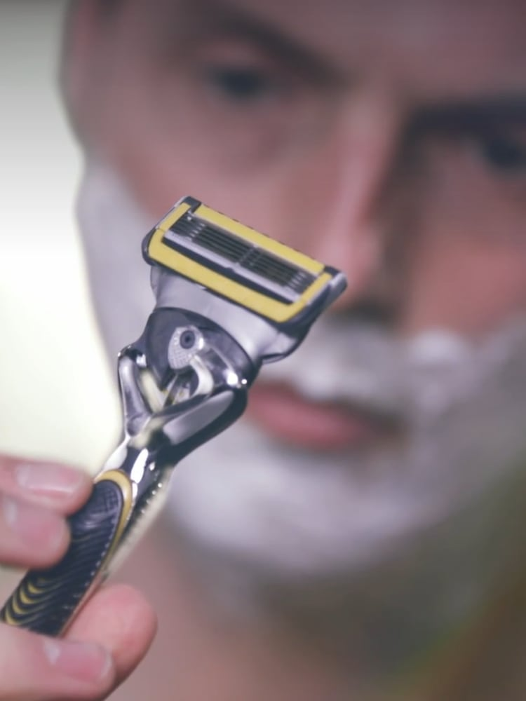 [es-cl] WHY MORE BLADES ON THE SHAVE MAKE A DIFFERENCE: GILLETTE MULTIPLE BLADE SHAVERS