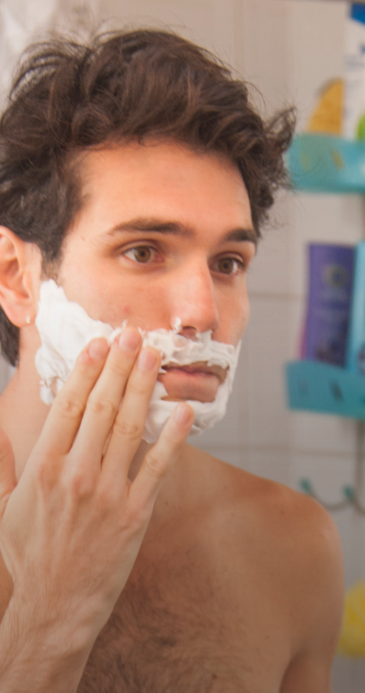 Helps applying shave gel smoothly