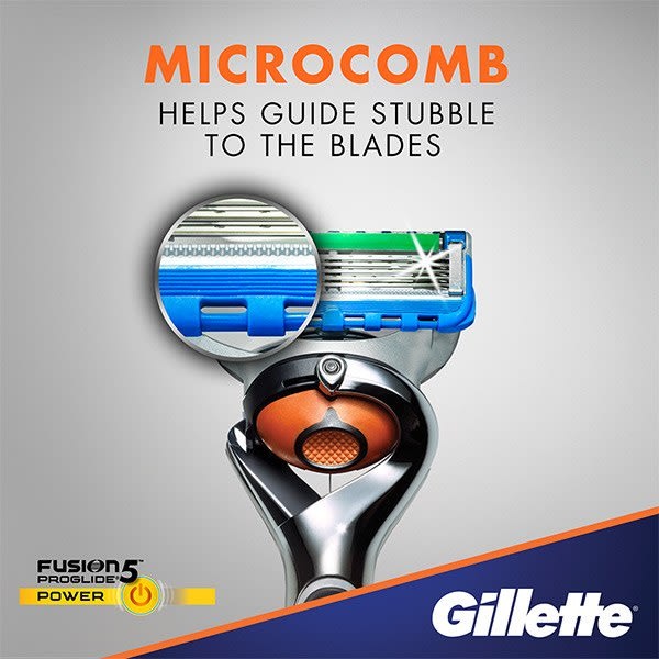 Microcomb helps guide stubble to the blades
