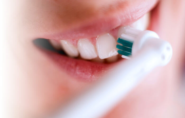 How Electric Toothbrushes Better Protect Against Plaque