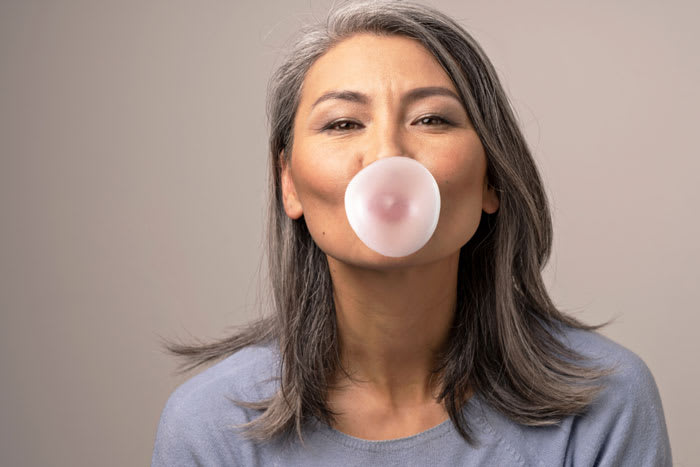 Chewing Gum with Dentures_700x467