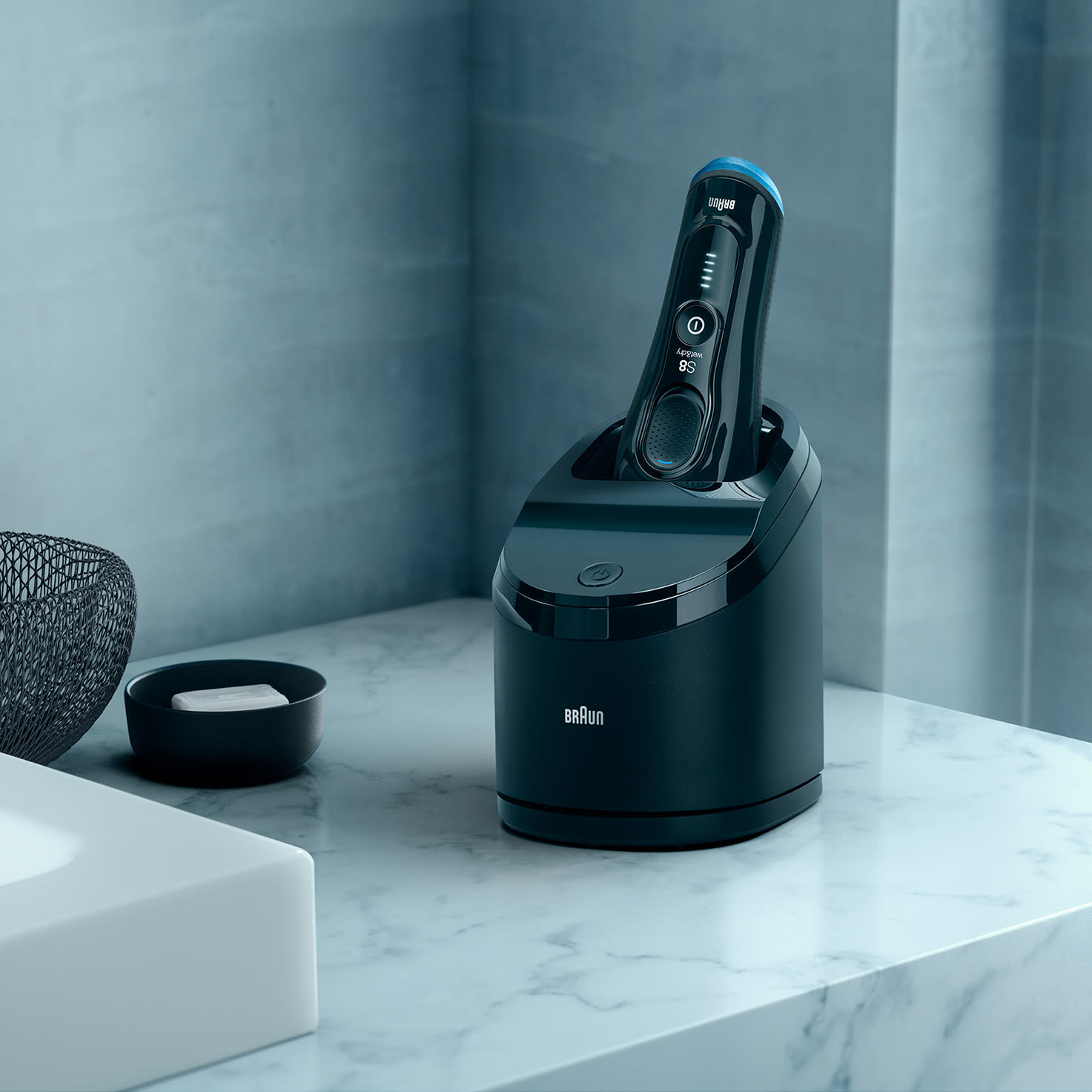 Series 8 8365cc shaver in Clean & Charge station
