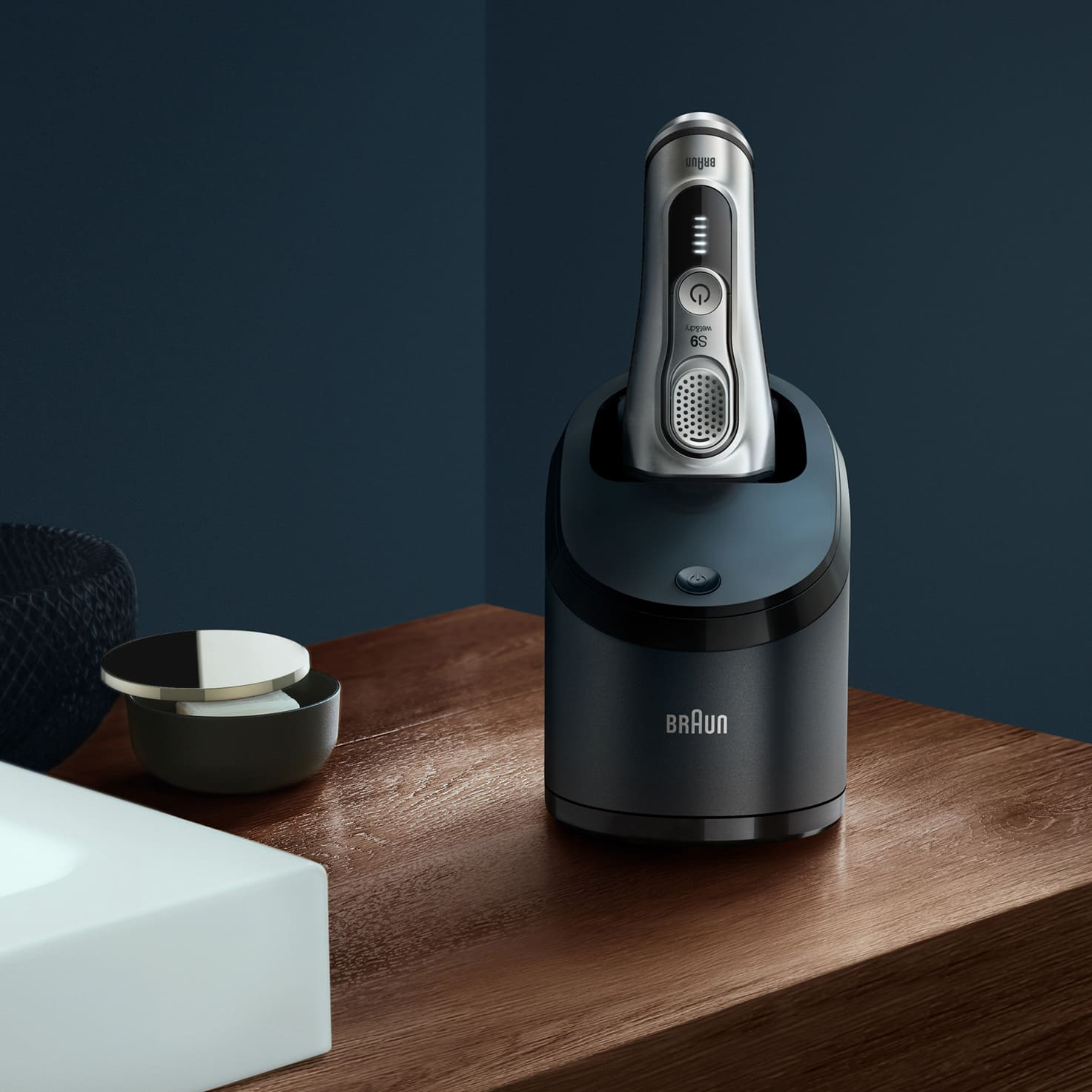 Series 9 9390cc shaver in Clean & Charge station