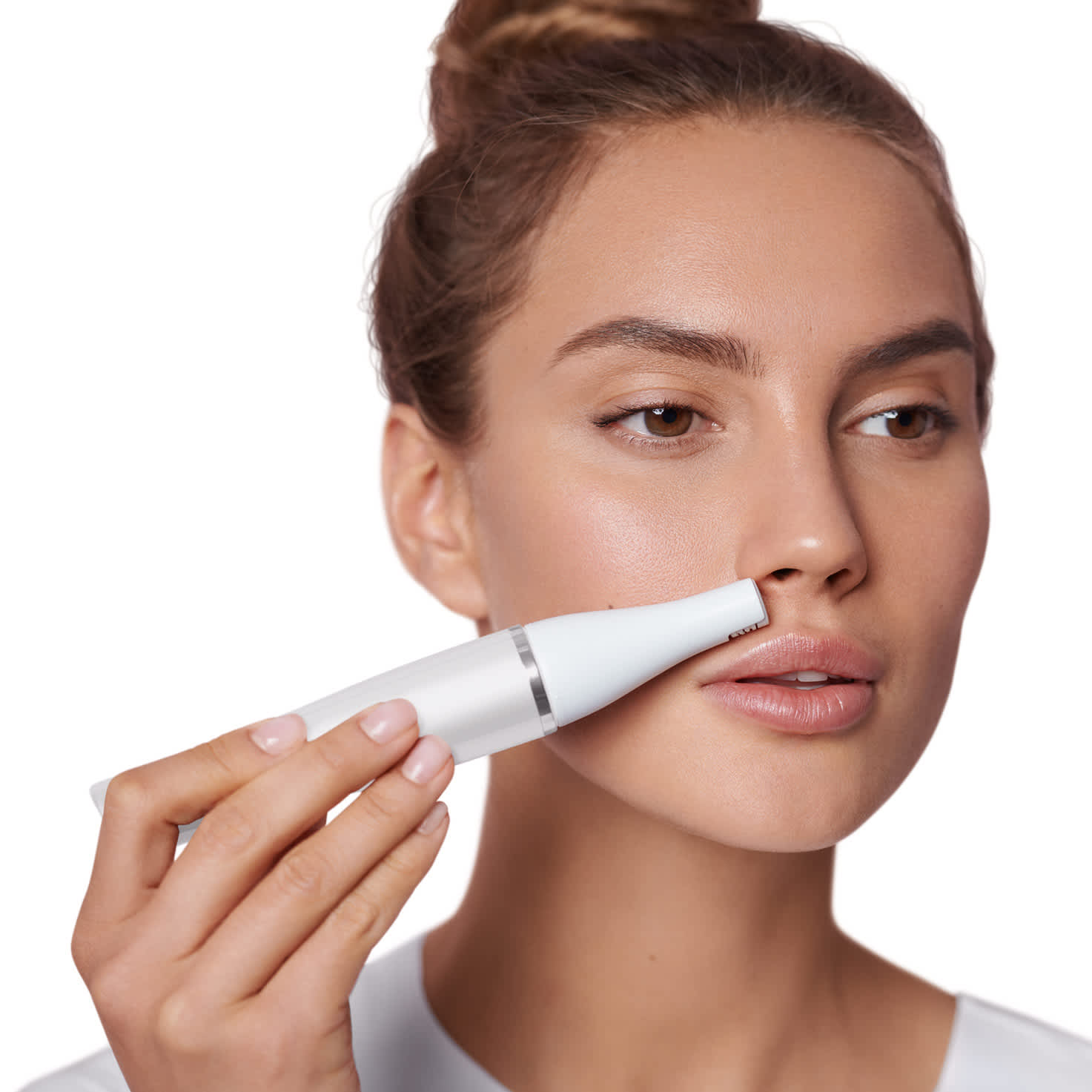 Braun Face 830 Premium Edition - facial epilator - in use