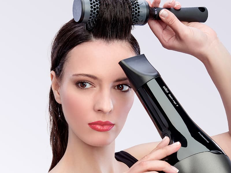 Blow air against the strands with the Braun SensoDryer professional