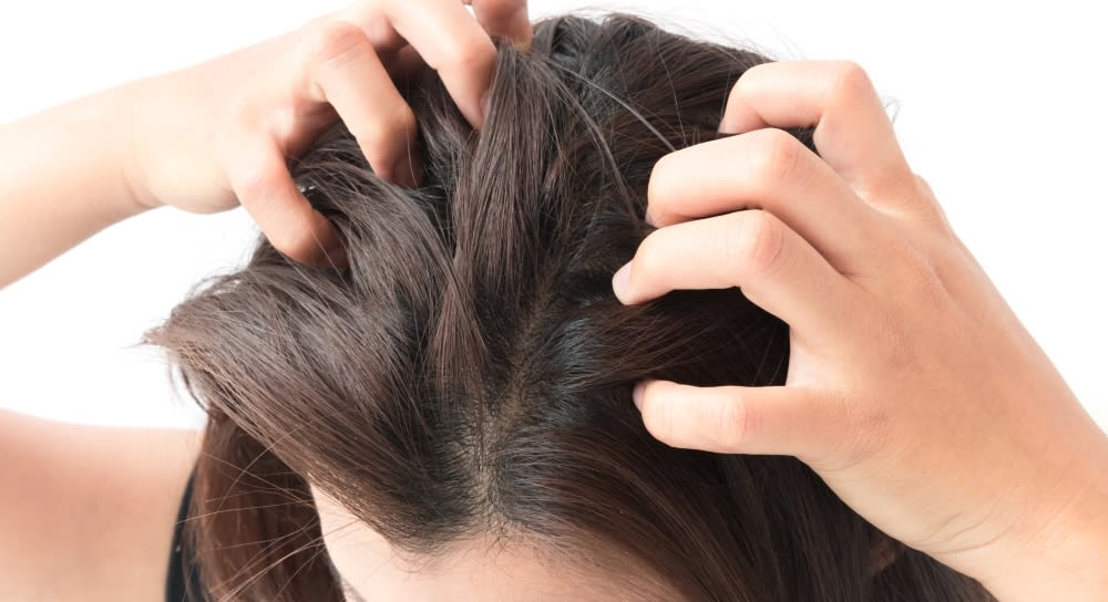 HOW TO STOP AN ITCHY SCALP AT NIGHT