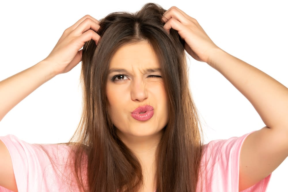 10 Home Remedies For Itchy Scalp & Hair