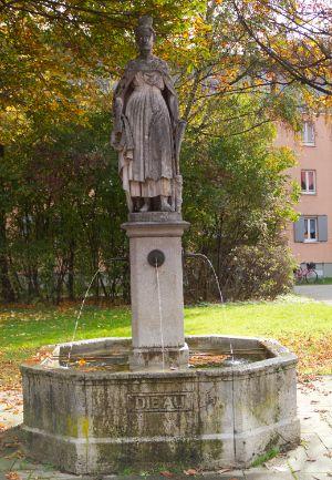 Auia Brunnen am Paulanerplatz in München Au