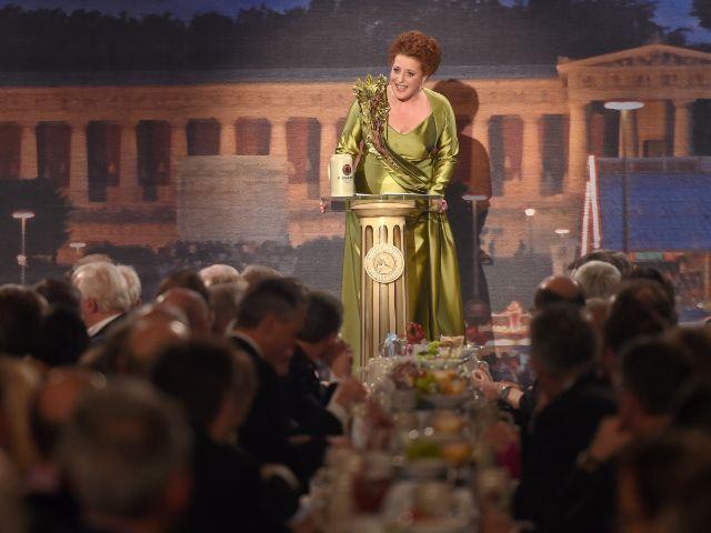 Luise Kinseher als Mama Bavaria beim Starkbieranstich am Nockherberg 2016