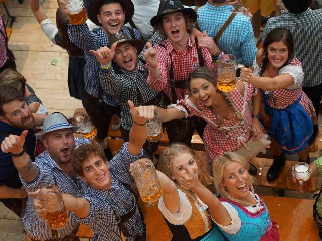 Oktoberfest-Besucher verbreiten gute Laune