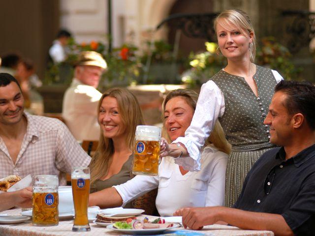 Kellnerin Biergarten Hofbräuhaus