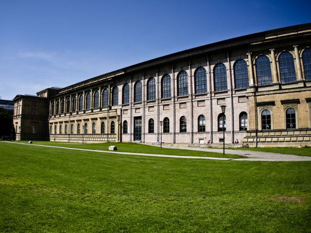 Die Fassade der alten Pinakothek
