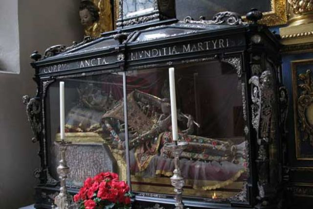 Die Reliquien der heiligen Munditia sind für jedermann sichtbar.