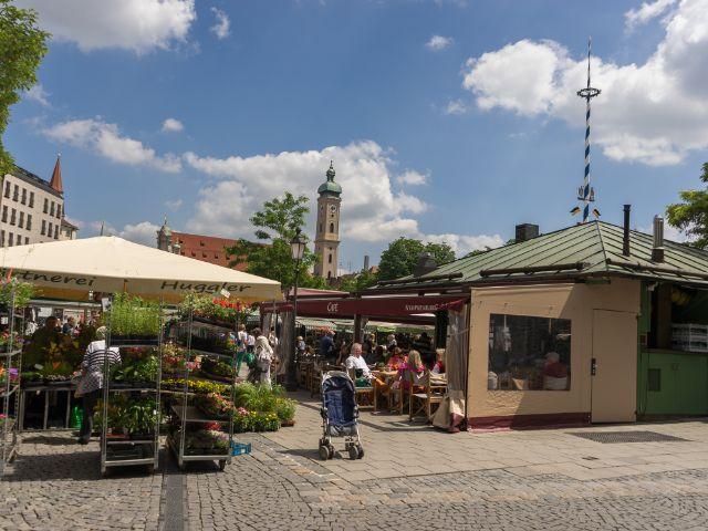 Der Viktualienmarkt im Sommer