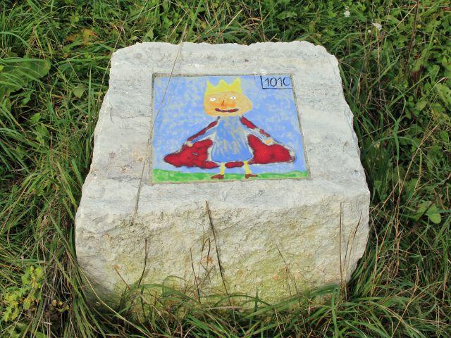 bemalter Stein des Geschichtspfads Aubing