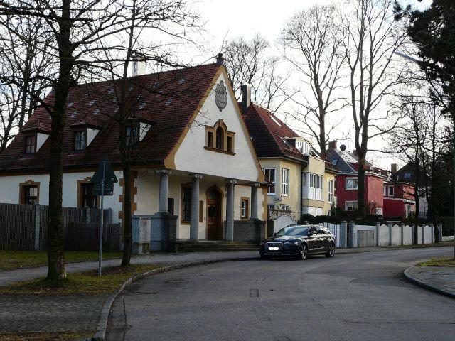 Straße mit Villen