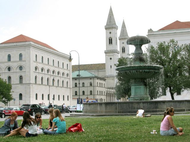 Geschwister-Scholl-Platz an der Universität