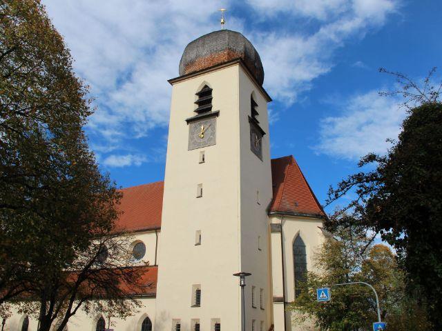 Kirchturm der Kirche Leiden Christi