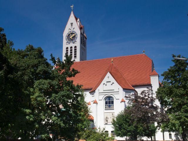 Erste evangelische Kirche Schwabings - die Erlöserkirche